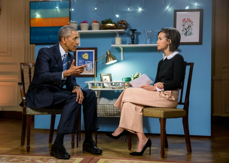 What would you wear if you had an interview with President Obama? I would wear a pink pair of pants and a black top like this journalist. Simple, casual, and totally appropriate. Blazer is not always important for a job interview.