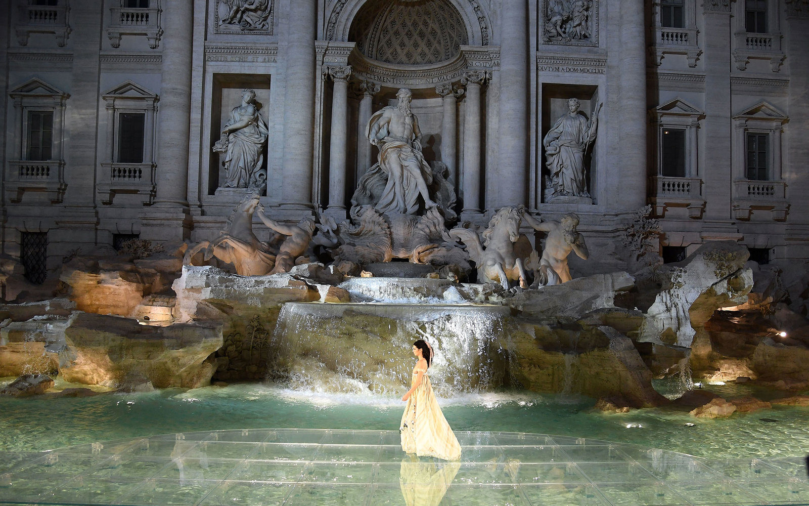 fairy-trevi-fountain-rome-1-fendi0716